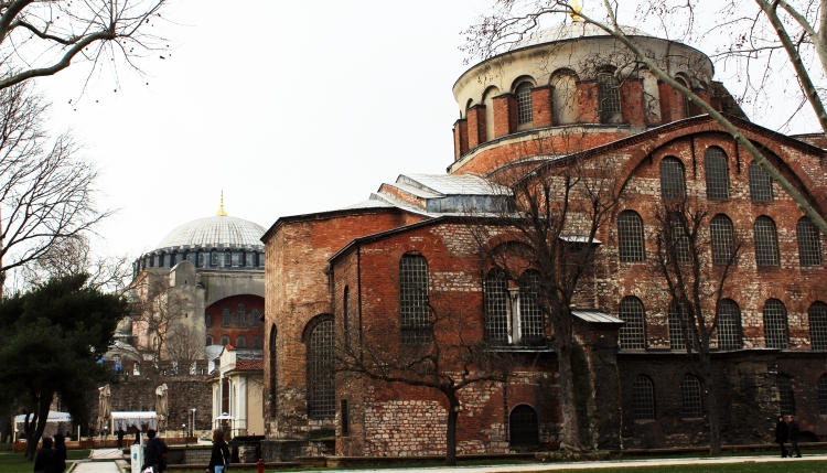 Hagia_Irene_with_Hagia_Sophia_at_the_back,_İstanbu2l.JPG